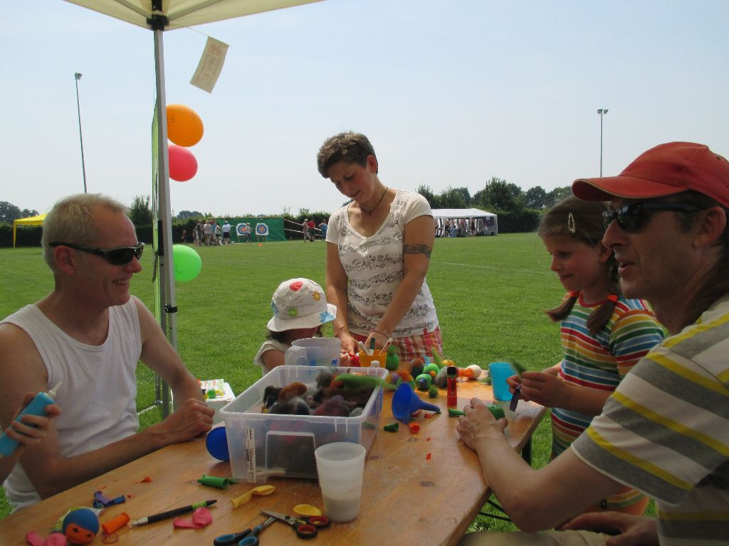 Verschiedene Stände - Sport- und Dorffest Wüsting vom 04-07-2015